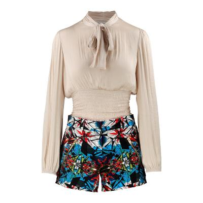 El estilo de claire – ribbon shirring blouse_Greedious – gold zipper short pants
